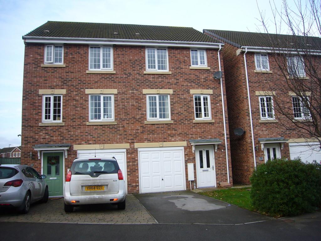 4 Bedrooms Semi Detached House for sale in Moat Way, Brayton, Nr Selby, YO8 9TE