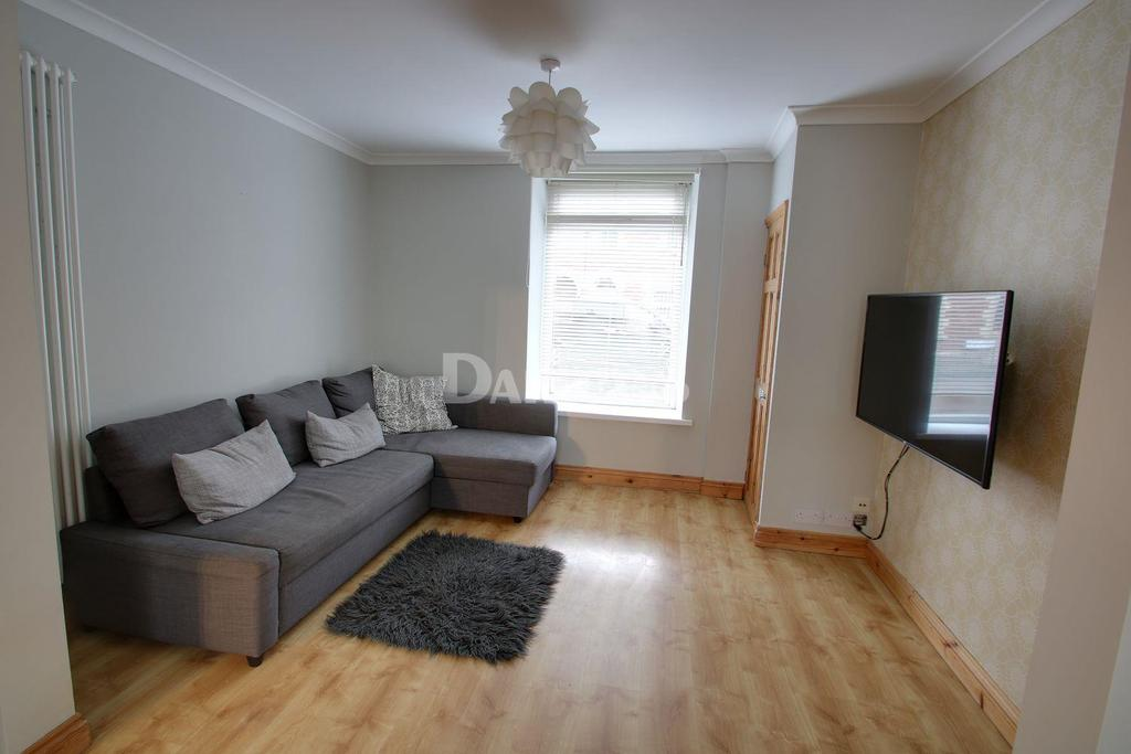 3 Bedrooms Terraced House for sale in Hanbury Road, Pontypool