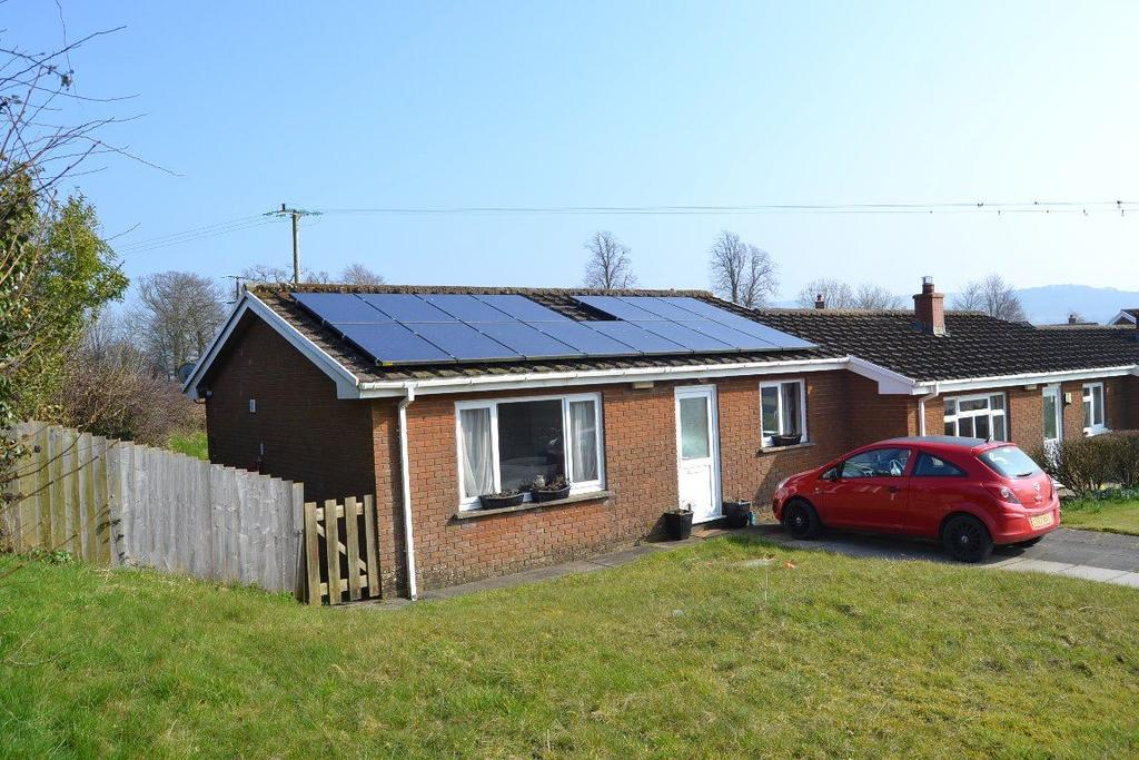 2 Bedrooms Bungalow for rent in Llandeilo, CwmIfor
