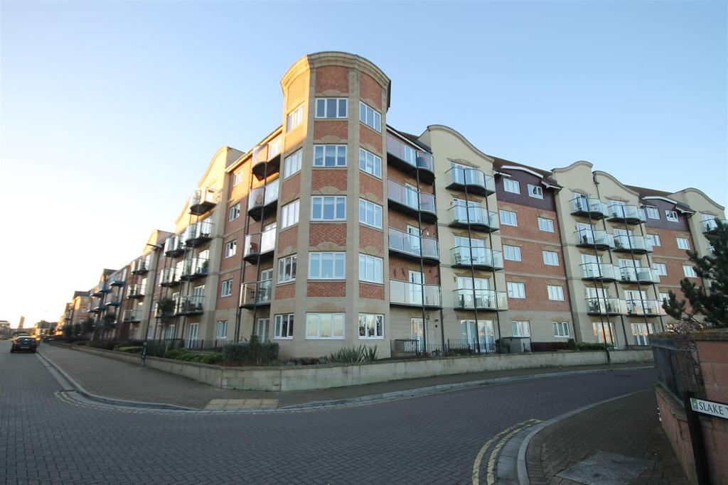 2 Bedrooms Penthouse Flat for sale in Trafalgar House, Marina, Hartlepool