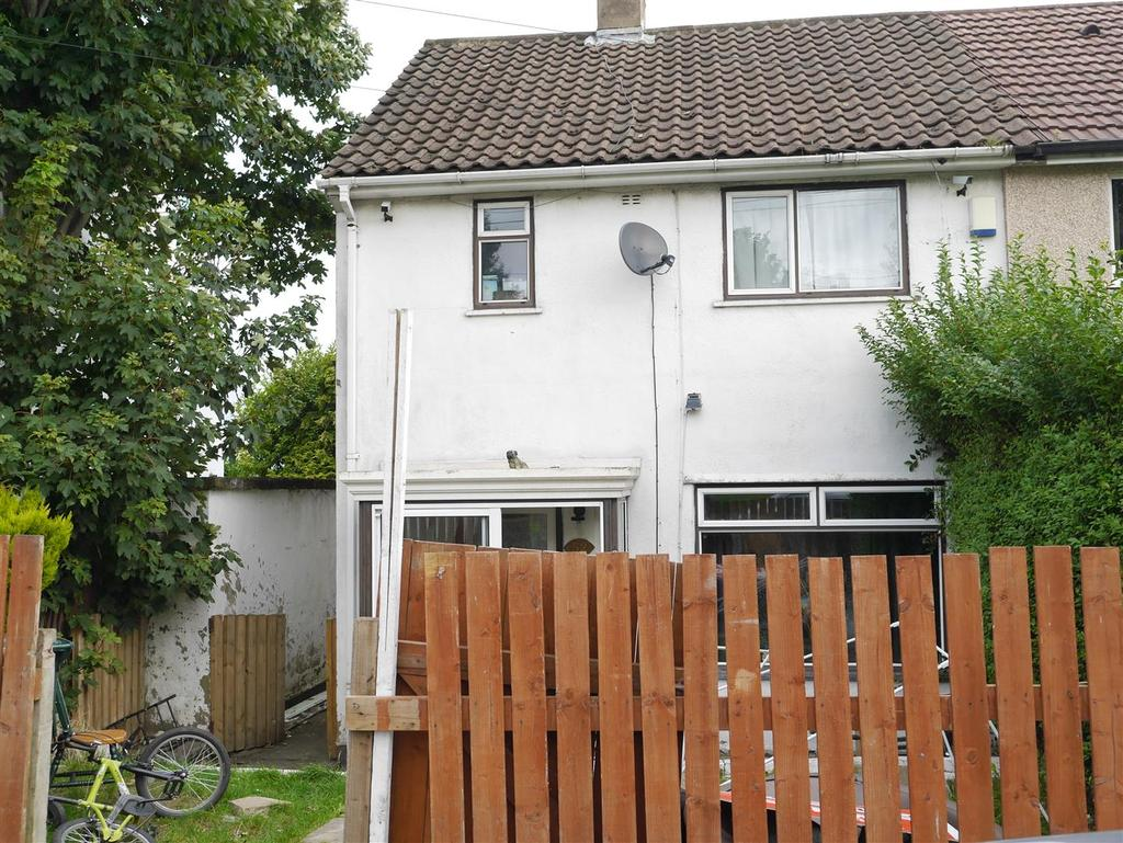 2 Bedrooms Semi Detached House for sale in Sandholme Drive, Thorpe Edge,Bradford, BD10 8EY
