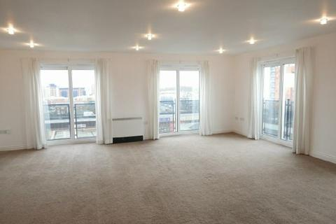 2 bedroom flat to rent - PENTHOUSE  - CENTRAL - UNFURN