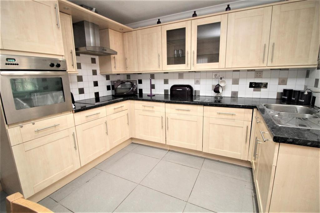 3 Bedrooms Semi Detached House for sale in Princes Square, Thornaby, Stockton-On-Tees