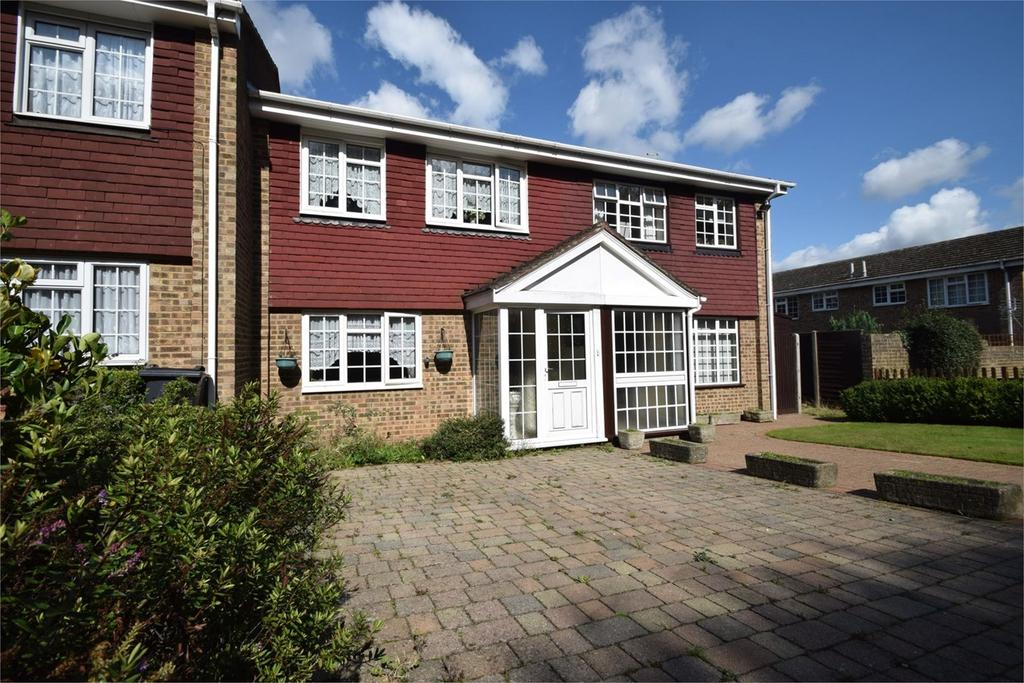 3 Bedrooms Terraced House for sale in Gleaming Wood Drive, Chatham, ME5