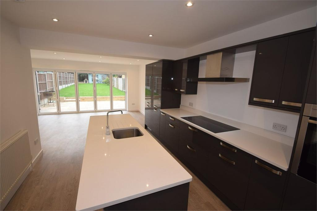 4 Bedrooms Detached House for sale in Mount Road, Rochester, ME1