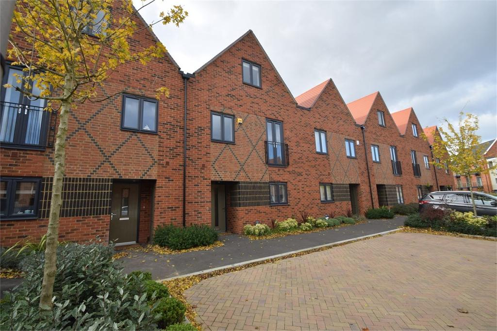 4 Bedrooms Terraced House for sale in Pilots View, Horsted Park, Chatham, ME4