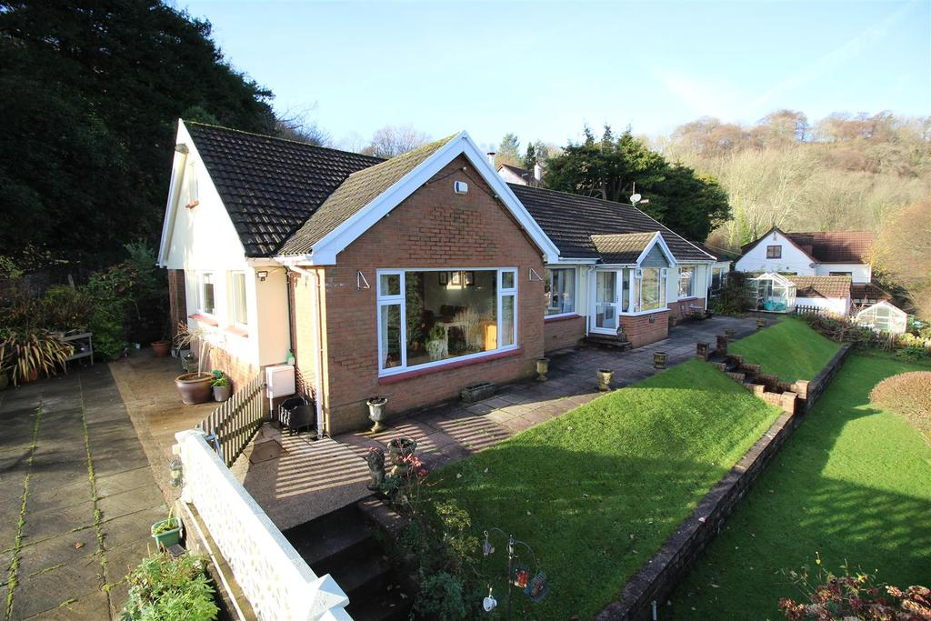 4 Bedrooms Bungalow for sale in Tir-Y-Cwm Lane, Risca, Newport