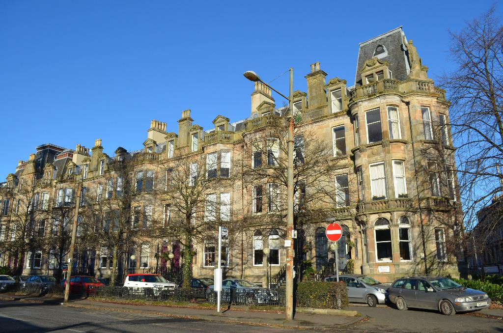 1 Bedroom Flat for sale in Queens Drive , Queens Park, Glasgow, Glasgow, G42 8BJ