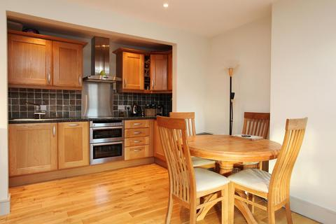 2 bedroom flat to rent - Chiswick High Road, Chiswick, London