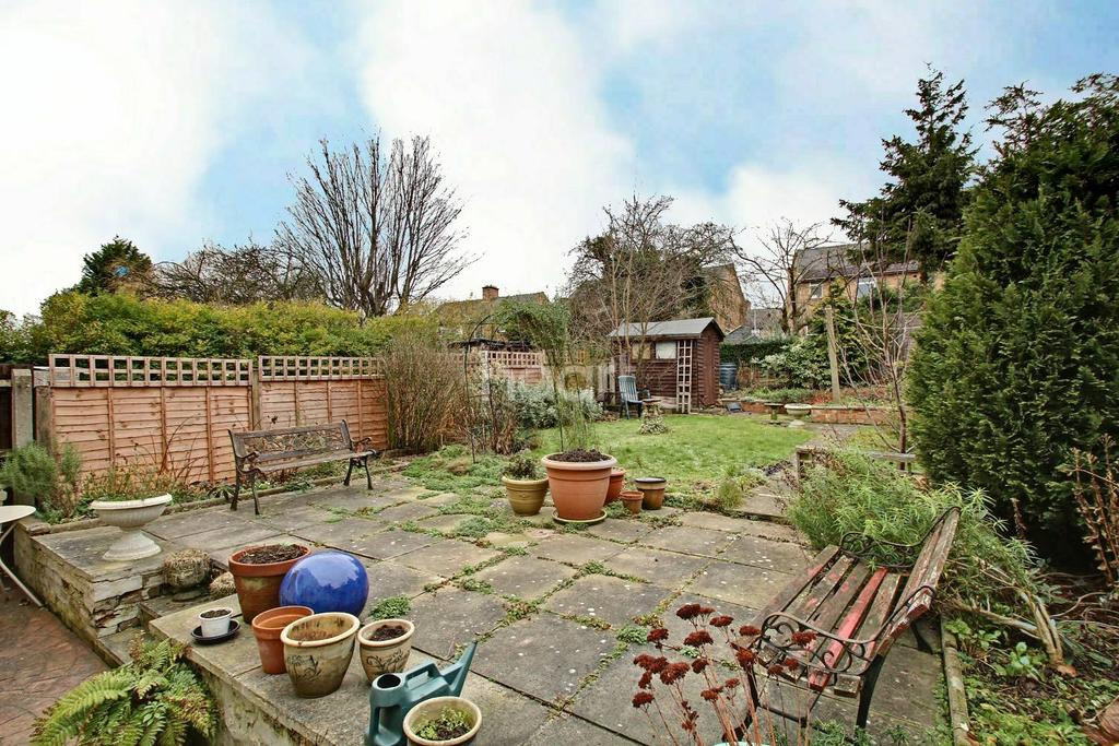3 Bedrooms Semi Detached House for sale in Great Arler Road, Knighton Fields, Leicester