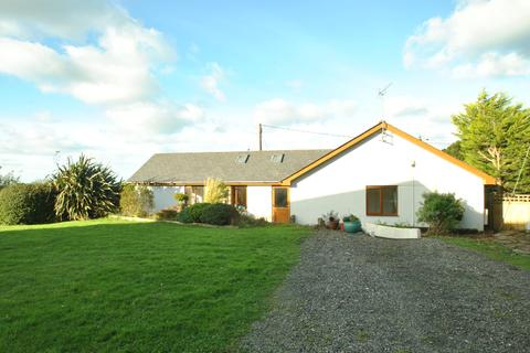 3 bedroom detached bungalow to rent - Lambley Park, Week St Mary