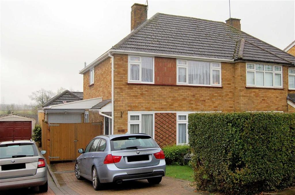 3 Bedrooms Semi Detached House for sale in Manton Road, Hitchin, Hertfordshire