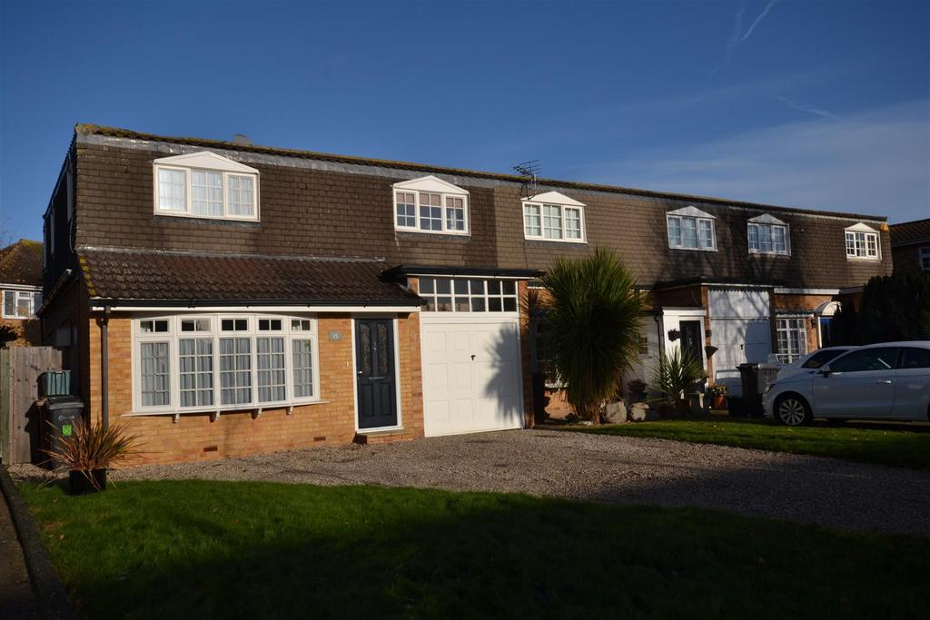 3 Bedrooms House for sale in The Chase, South Woodham Ferrers, Chelmsford