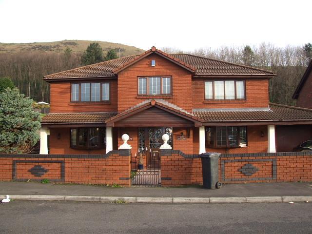 4 Bedrooms Detached House for sale in 2 Brombil Gardens, Margam, Port Talbot