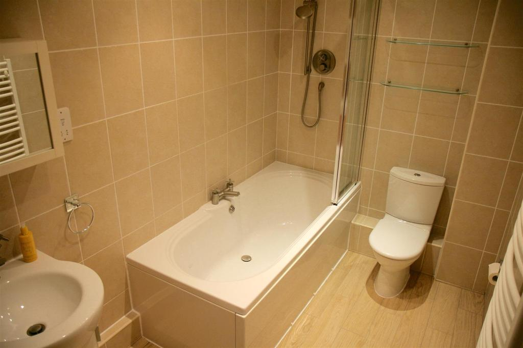 4 Bedrooms Barn Conversion Character Property for sale in Belleair Farm, Off Kingsley Road, Frodsham