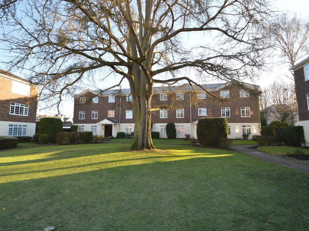 2 Bedrooms Flat for sale in Hillcrest Court, Weybridge KT13
