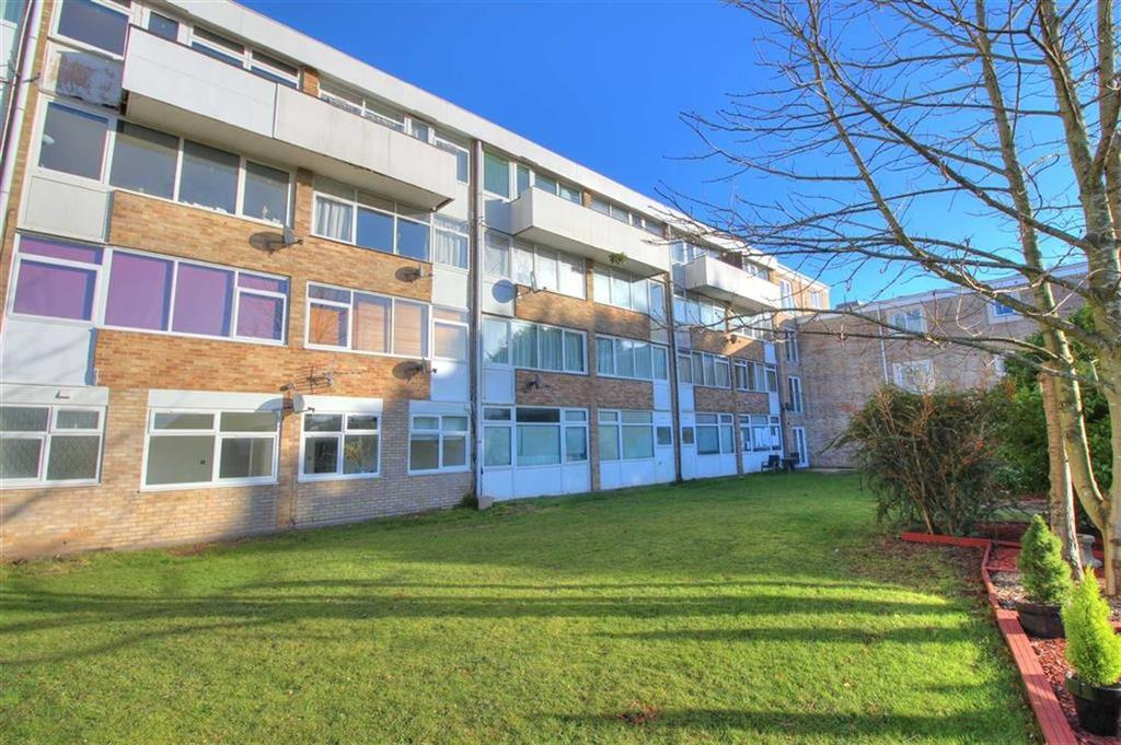 2 Bedrooms Flat for sale in Stewart House, Sycamore Avenue, Chandlers Ford, Hampshire
