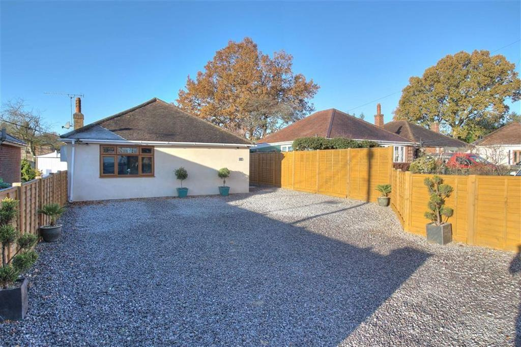 3 Bedrooms Detached Bungalow for sale in Common Close, Chandlers Ford, Hampshire