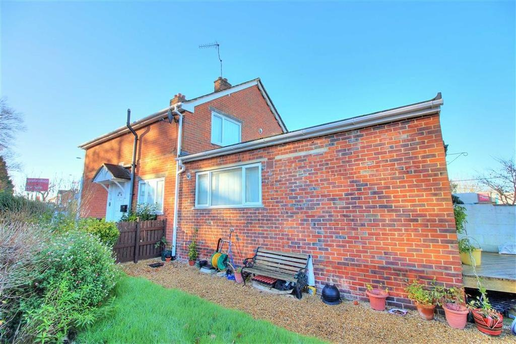 2 Bedrooms Semi Detached House for sale in Bournemouth Road, Chandlers Ford, Hampshire