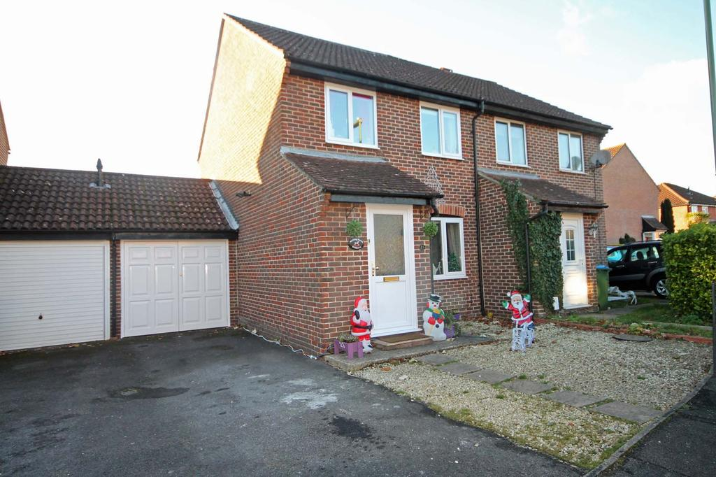 4 Bedrooms Semi Detached House for sale in The Hurdles, Titchfield Common PO14