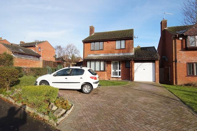 4 Bedrooms Detached House for sale in Larksmead, Blandford Forum