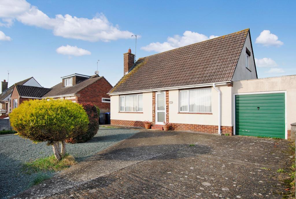 3 Bedrooms Chalet House for sale in Windsor Road, Durrington, Salisbury, SP4 8AA