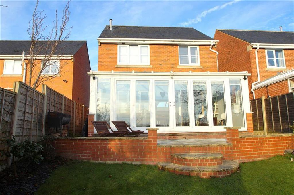 4 Bedrooms Detached House for sale in Lennox Gardens, Leeds