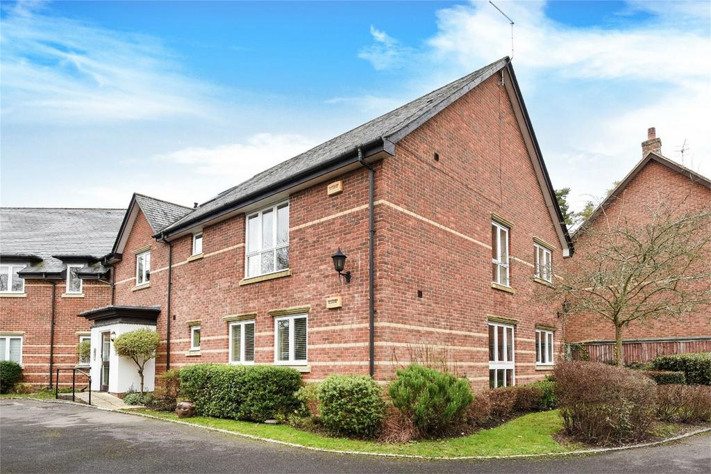 2 Bedrooms Flat for sale in Newton Lane, Romsey, Hampshire