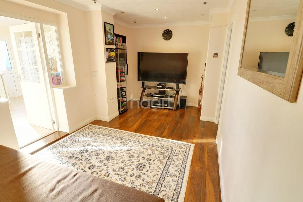 2 Bedrooms Terraced House for sale in New North Road, Hainault