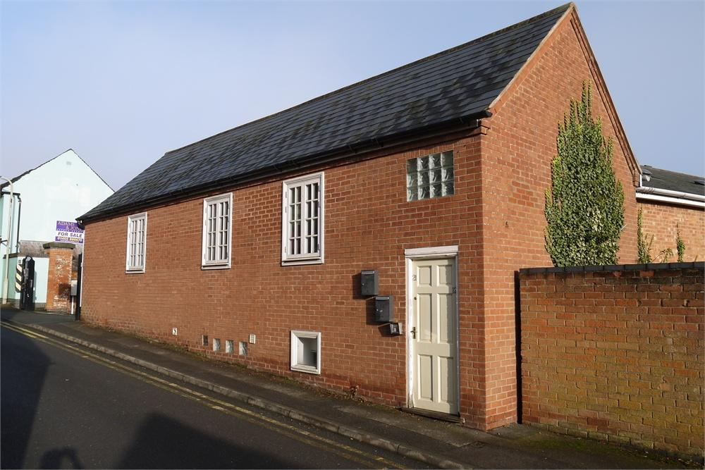 2 Bedrooms Flat for sale in Denbigh Court, High Street, Lutterworth, Leicestershire