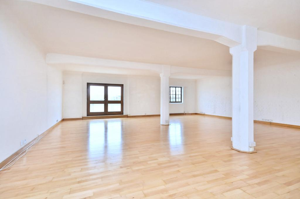 3 Bedrooms Flat for rent in New Crane Wharf, New Crane Place, Wapping, London, E1W