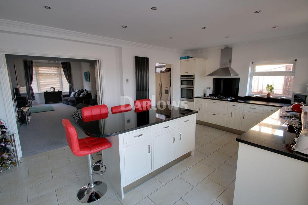 4 Bedrooms Semi Detached House for sale in Church Road, Rumney, Cardiff