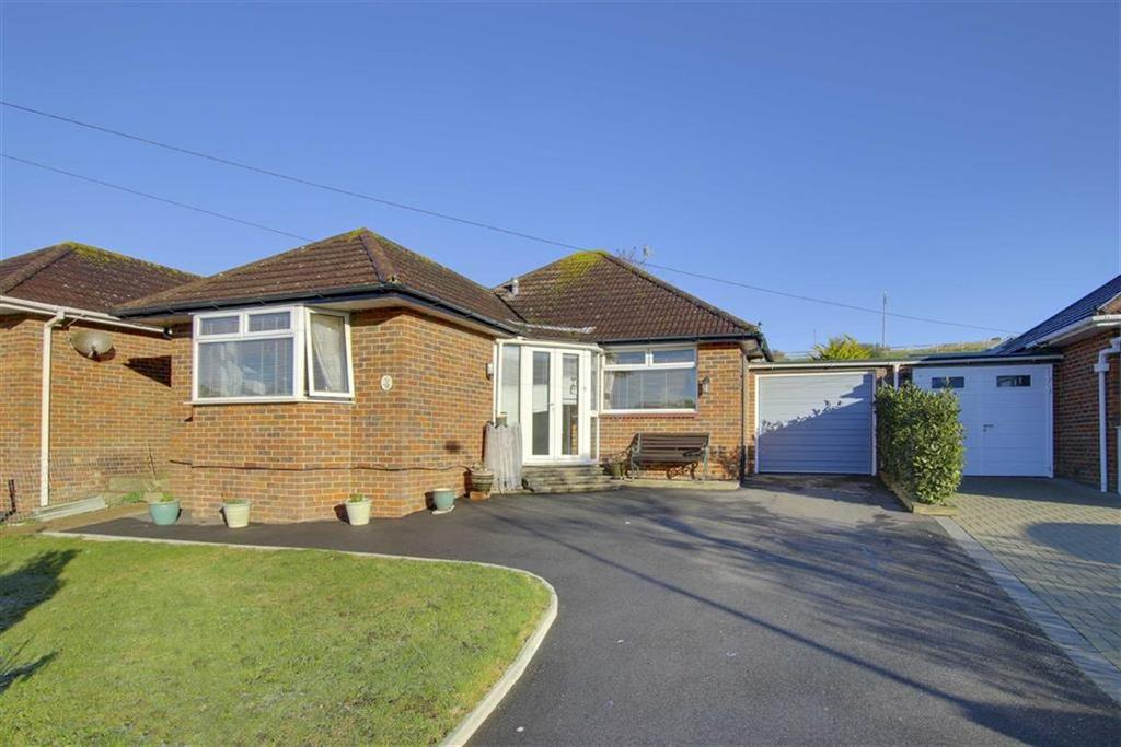 2 Bedrooms Detached Bungalow for sale in Coombe Vale, Saltdean