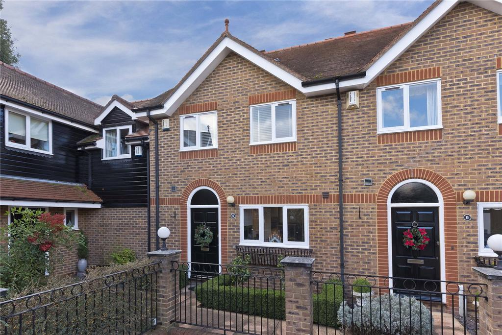 4 Bedrooms House for rent in Harvest Lane, Thames Ditton, KT7