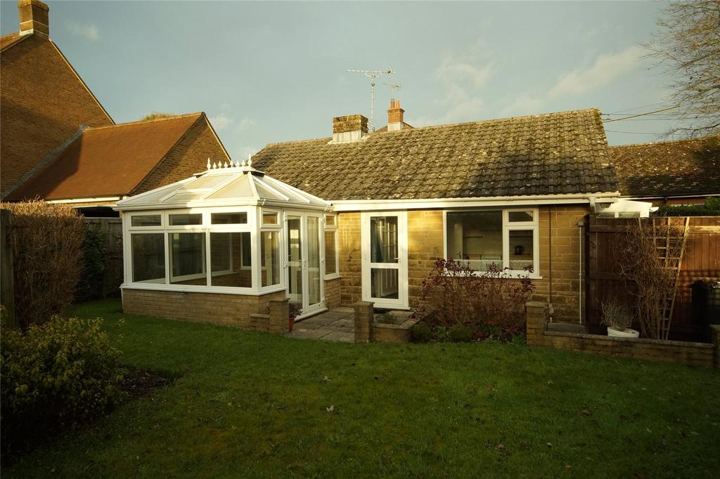 2 Bedrooms Bungalow for sale in Bull Lane, Maiden Newton, Dorchester, DT2
