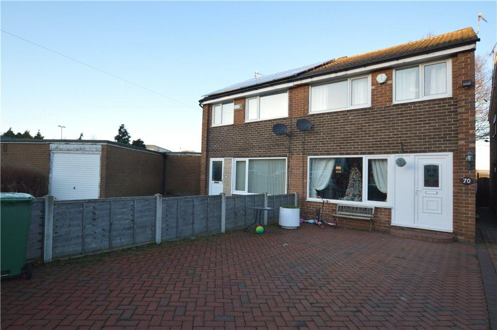 3 Bedrooms Semi Detached House for sale in Swinnow Gardens, Leeds