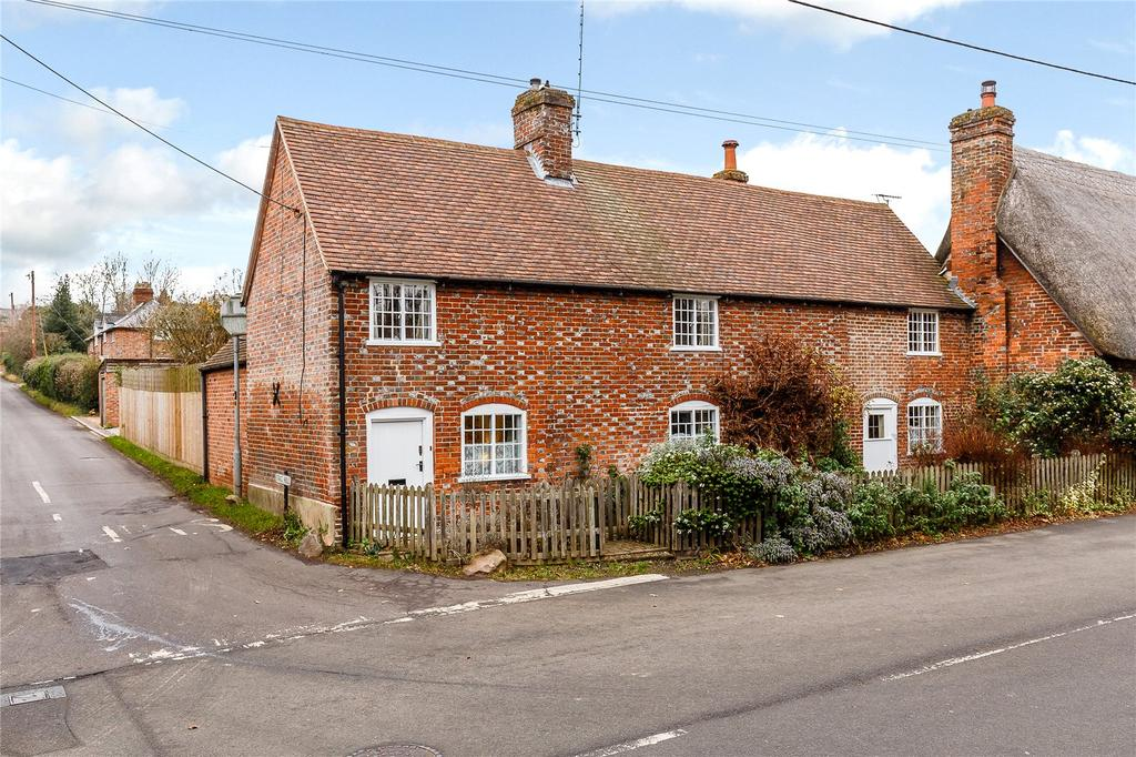 4 Bedrooms Semi Detached House for sale in Chilton Foliat, Hungerford, Berkshire
