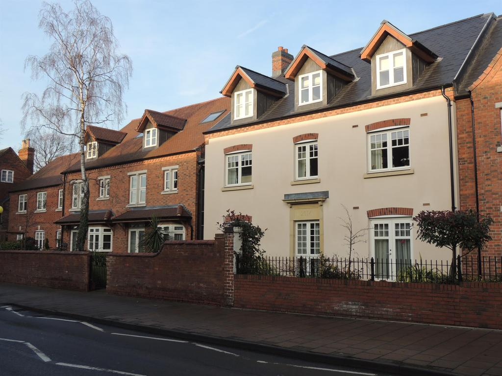 2 Bedrooms Retirement Property for sale in High Street, Knowle
