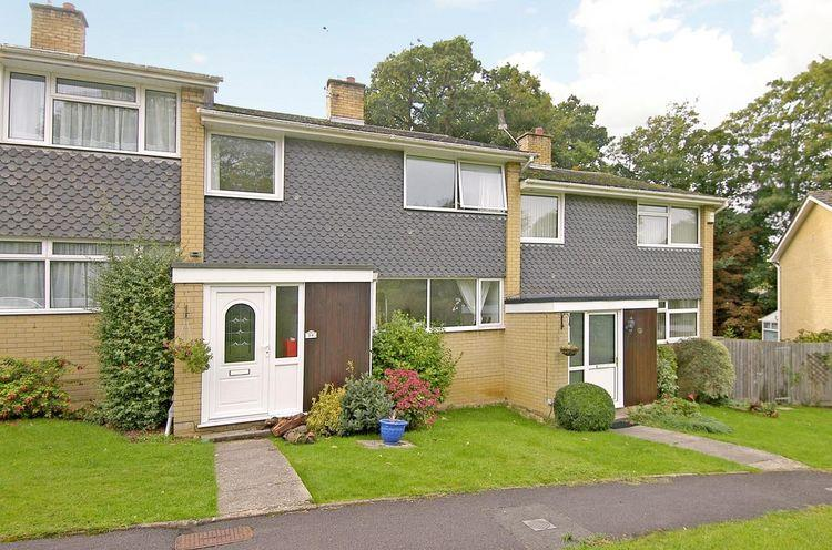 3 Bedrooms Terraced House for sale in HIGHCLIFFE ON SEA