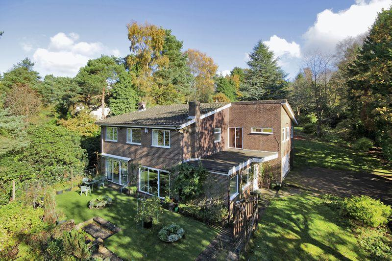4 Bedrooms Detached House for sale in Fielden Road, Crowborough, East Sussex