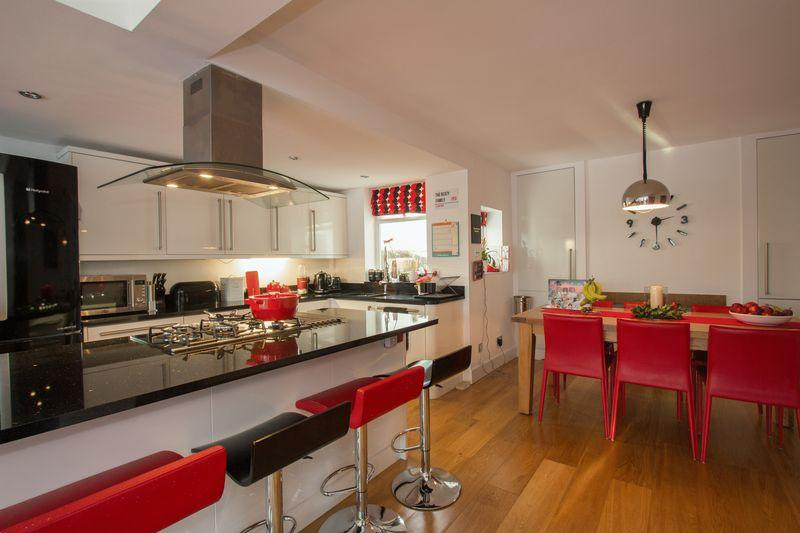 4 Bedrooms Detached House for sale in Roman Bank, Stamford