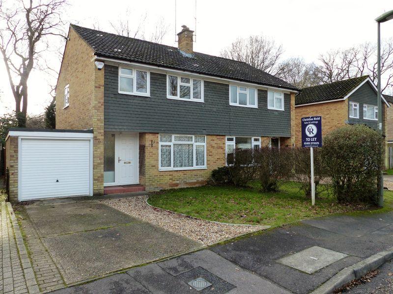 3 Bedrooms Semi Detached House for rent in Longpoles Road, Cranleigh