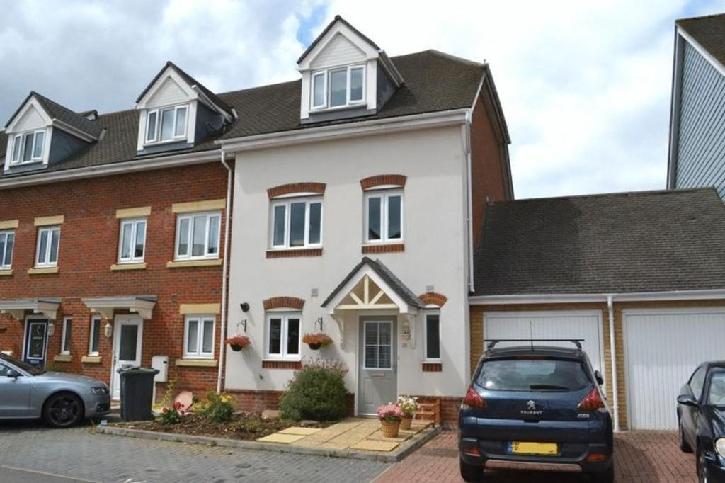 5 Bedrooms End Of Terrace House for sale in Eaton Place, Larkfield