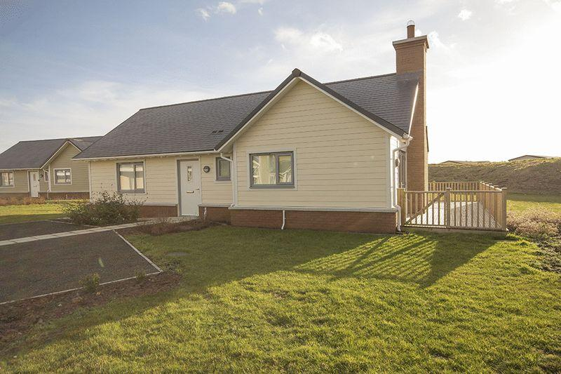 2 Bedrooms Detached Bungalow for sale in Bernicia Way, Chathill