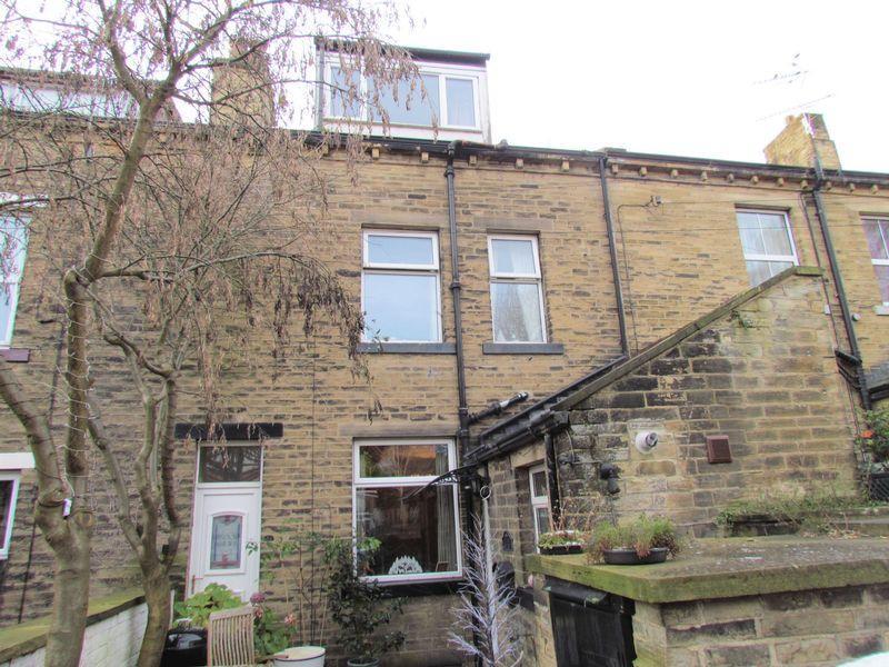 2 Bedrooms Terraced House for sale in Cross Lane, Bingley