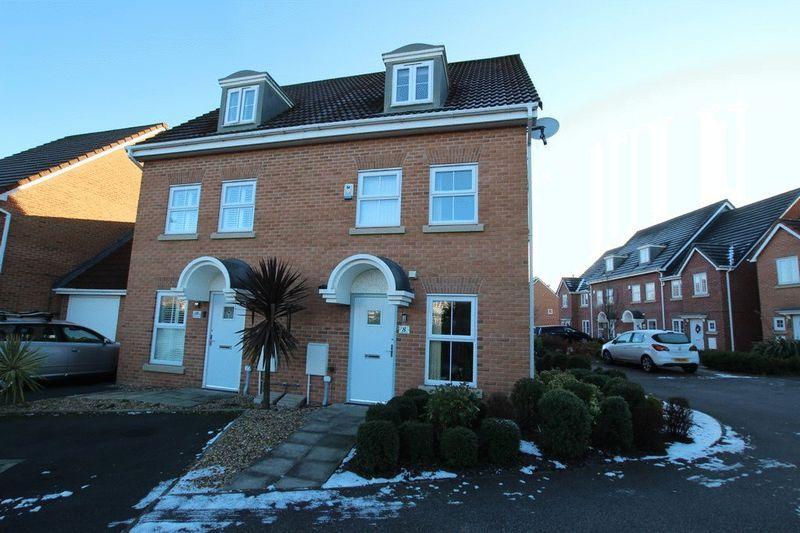 4 Bedrooms Semi Detached House for sale in Leighton Avenue, Alkrington, Middleton, Manchester M24 1PJ