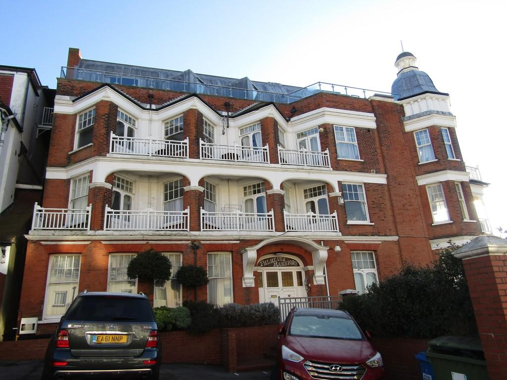 2 Bedrooms Flat for rent in Palmeira Avenue, Westcliff-on-Sea