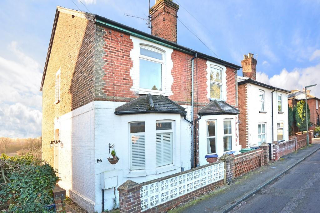 3 Bedrooms Semi Detached House for sale in Weyside Road, Guildford
