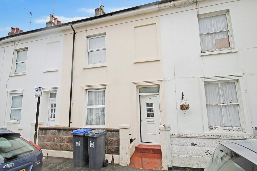 3 Bedrooms Terraced House for sale in Graham Road, Worthing BN11 1TL