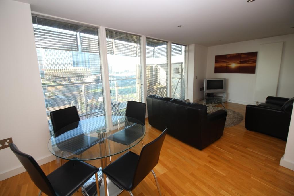 2 Bedrooms Apartment Flat for sale in N V Building, 100 The Quays, Salford, M50